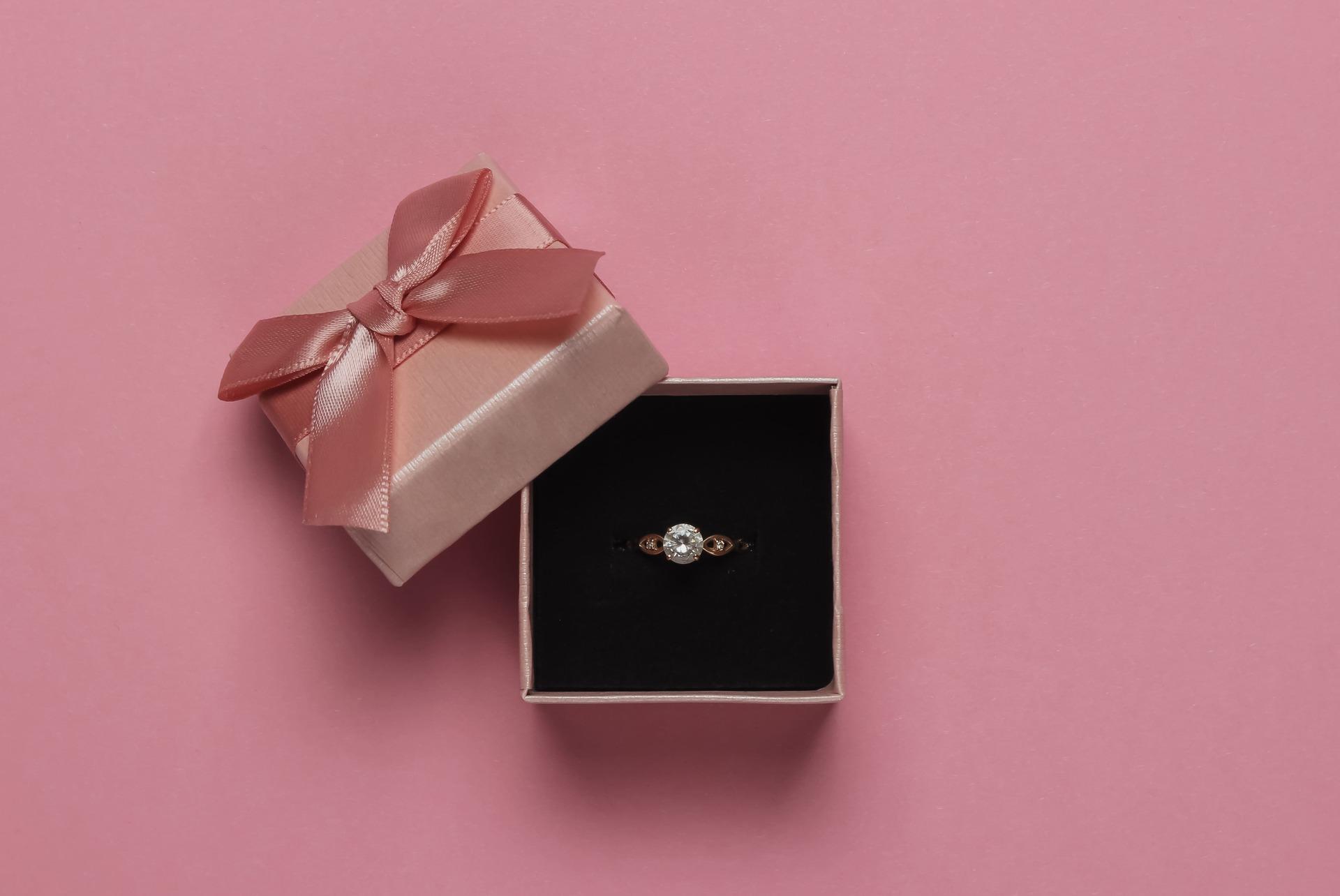 Bague diamant or rose : les infos clés