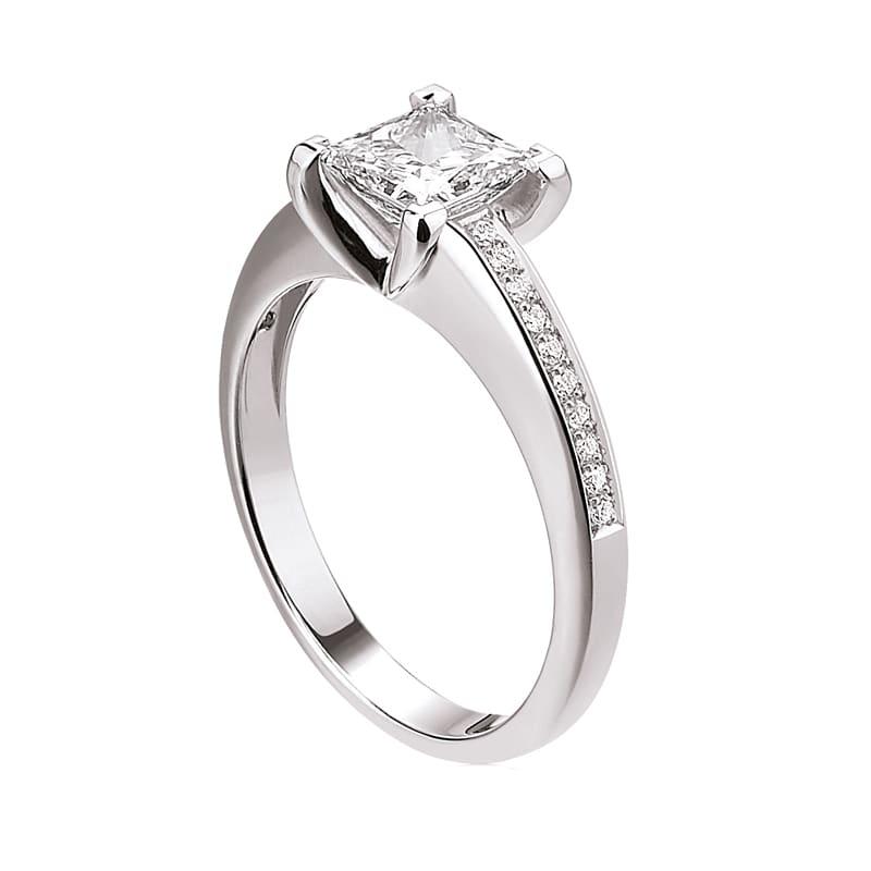 Bague diamant princesse avec pavage de diamants