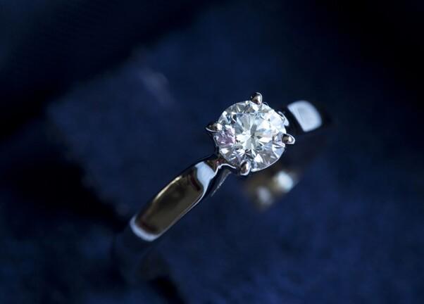 Diamant solitaire or blanc